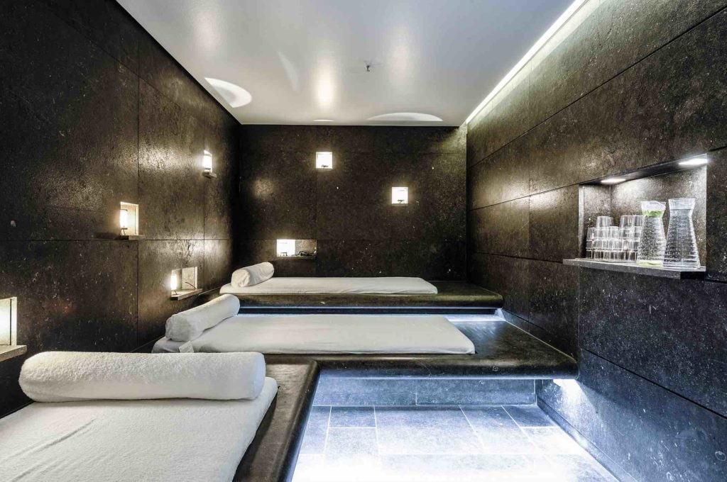 Blue Spa Munich showing interior of treatment room