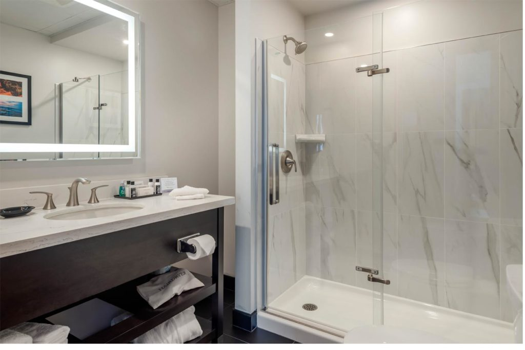 A deluxe bathroom at the courthouse hotel