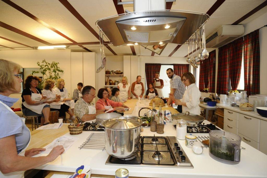 Tuscan cooking school class getting ready for action