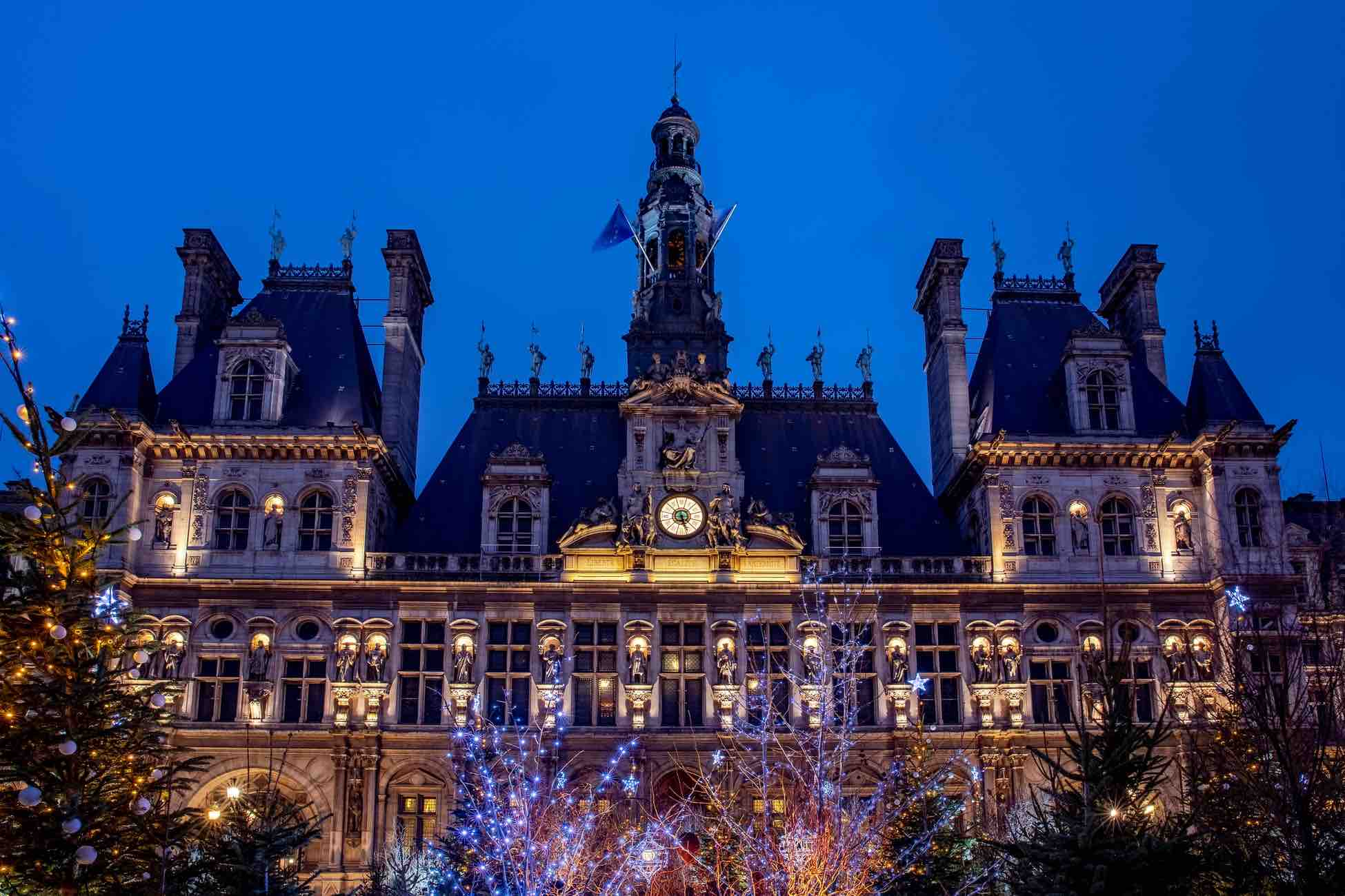 Hotel de Ville at night photo by Andrei Ianovskii