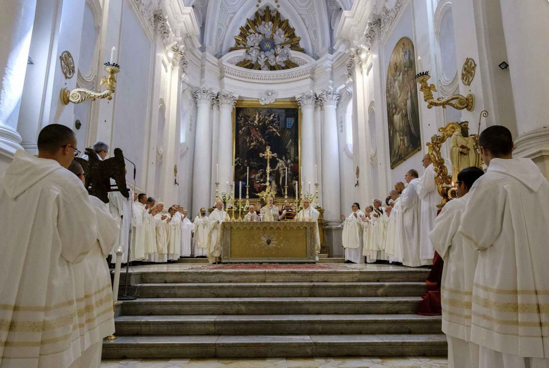 Visiting the Monte Oliveto Maggiore abbey during a service or choir rehearsal