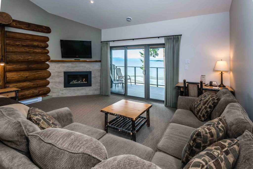 A luxury suite at Tigh Na Mara Ballenas with views over the ocean