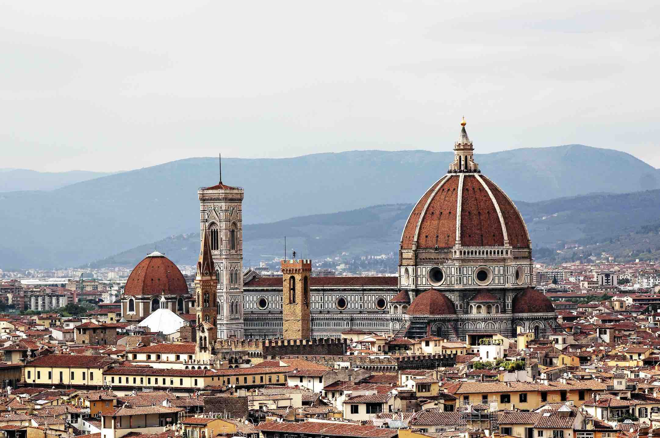 Exploring the backstreets and the rooftops of Florence is one of the best things to do in Tuscany