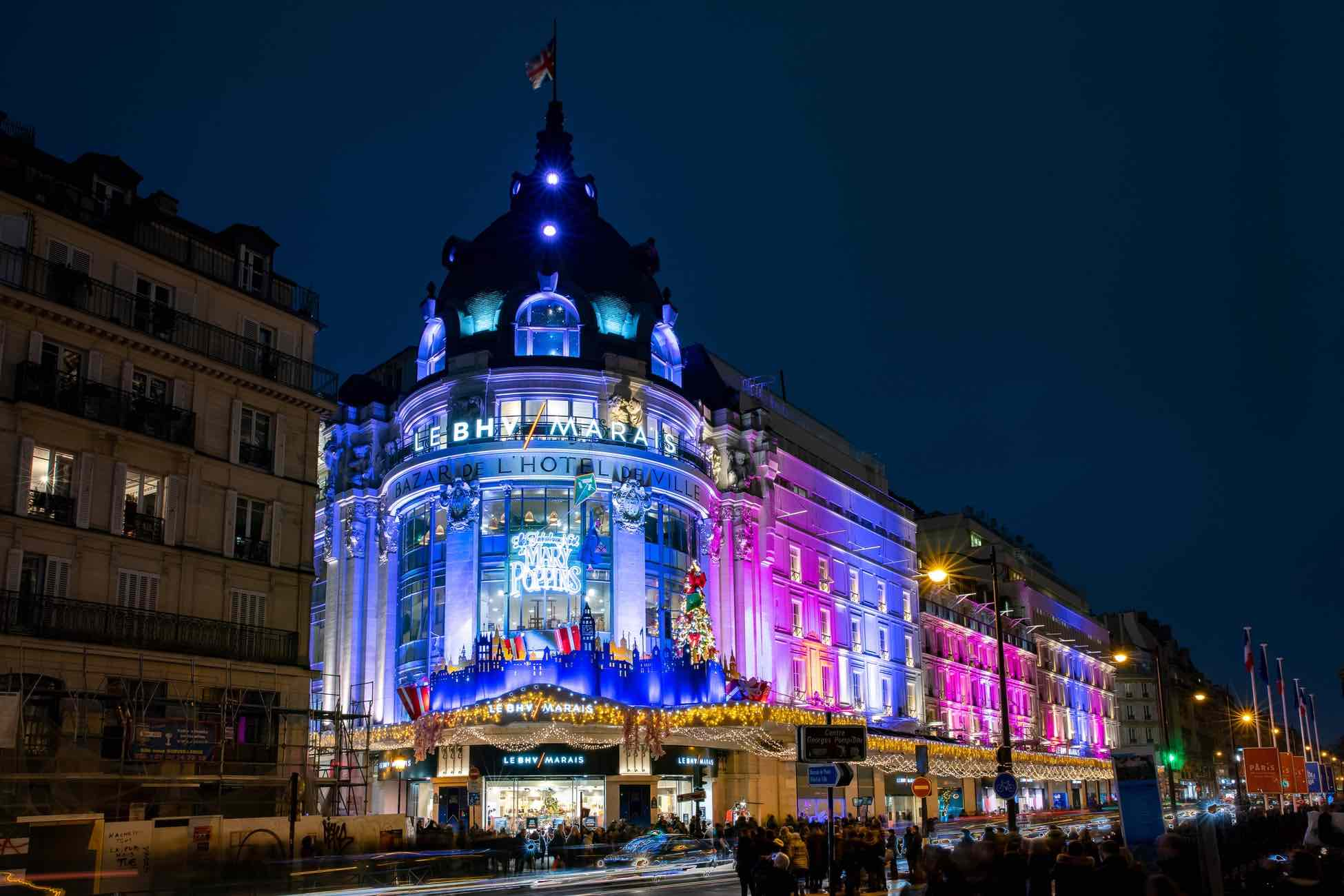 Visiting the Hotel de Ville is one of the top things to do in le Marais at night