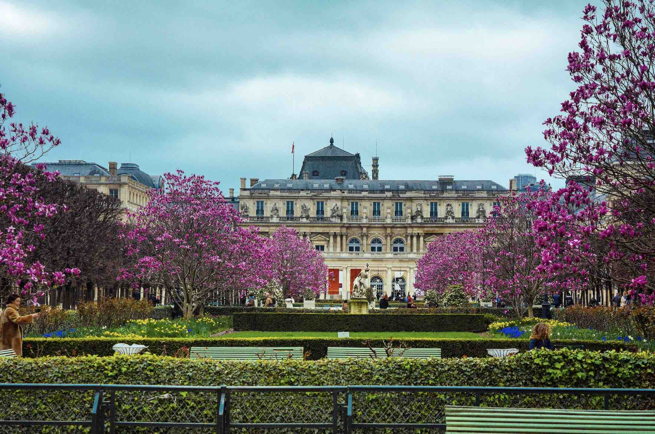The famous Luxembourg Gardens inn summer is one of the best things to do in Paris for book lovers on a summer day