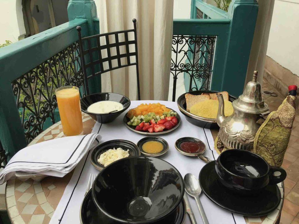 Breakfast set outside overlooking courtyard ar The public spaces at Riad Farnatchi