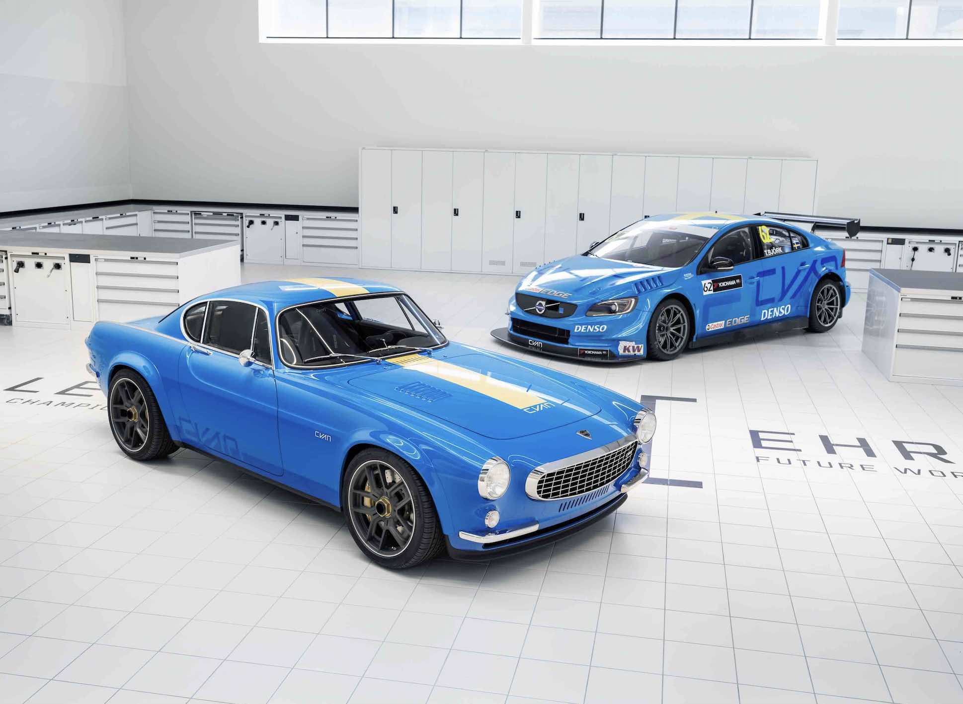 VolvoP1800 Cyan and other car in racing colours