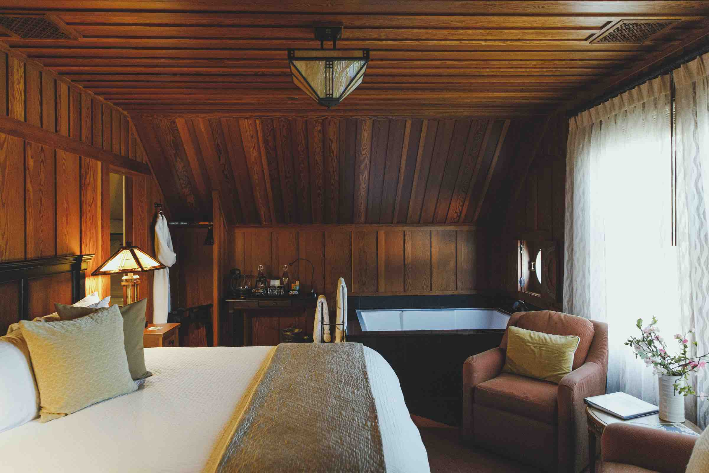 Bedroom with bathtub at Noyo Harbor Inn